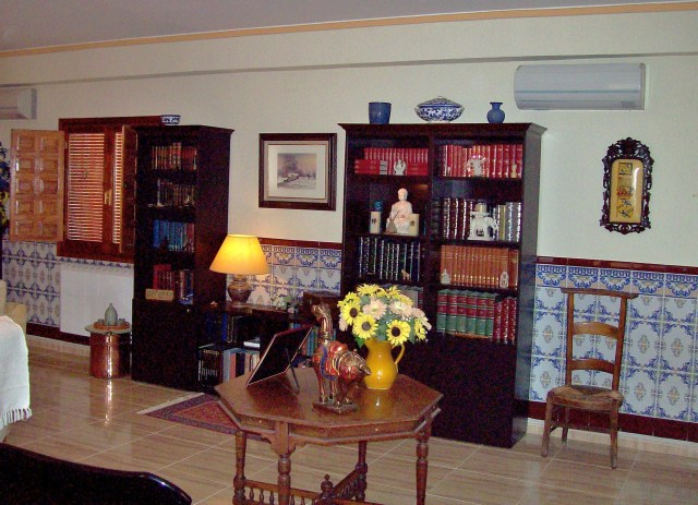 5b Living Room Bookcase